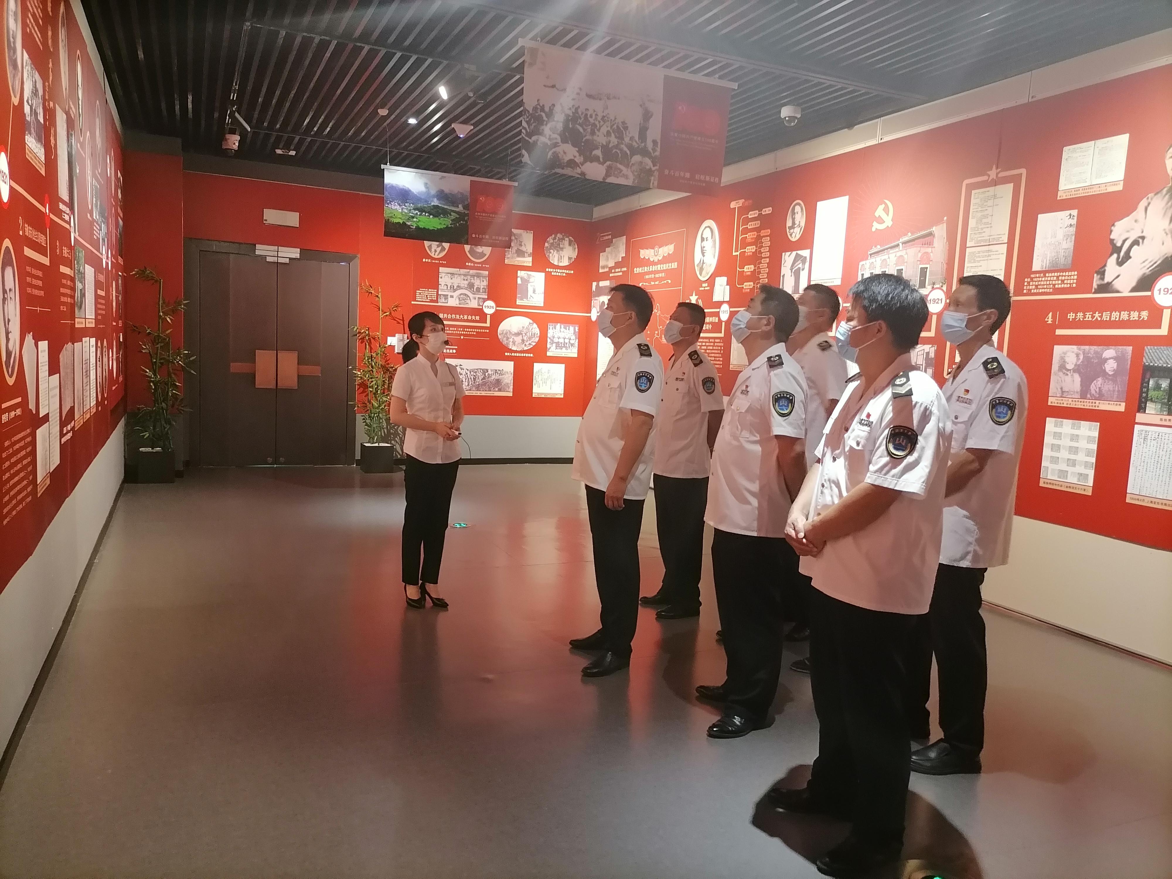 市卫生监督处组织参观中国共产党安庆历史展